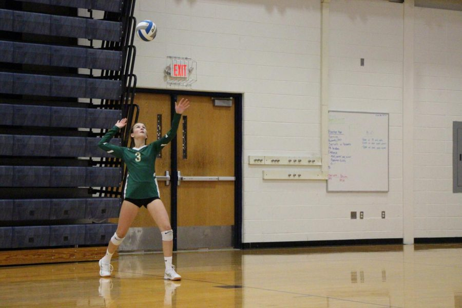 Sophomore+Katrina+Walbridge+serves+the+ball+at+the+Bulldogs.+She%E2%80%99s+the+libero+for+the+JV+Rats.+%0A%E2%80%9CI+like+playing+volleyball+because+it+helps+me+de-stress+and+I+love+my+team.+Tournaments+are+always+fun+because+we+get+to+spend+the+whole+day+together.%E2%80%9C+