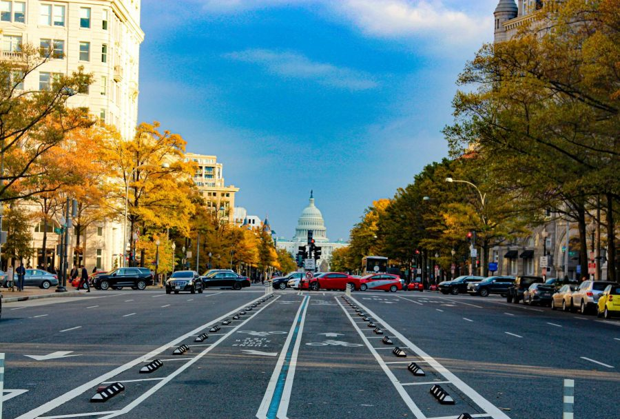 A+shot+of+the+United+States+Capitol+building+from+the+busy+streets+of+Washington+D.C.++