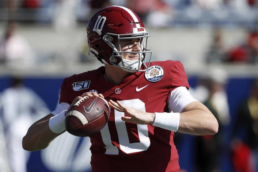 Mac Jones #10 of the Alabama Crimson Tide warms up prior to the Vrbo Citrus Bowl against the Michigan Wolverines at Camping World Stadium on January 1, 2020 in Orlando, Florida.