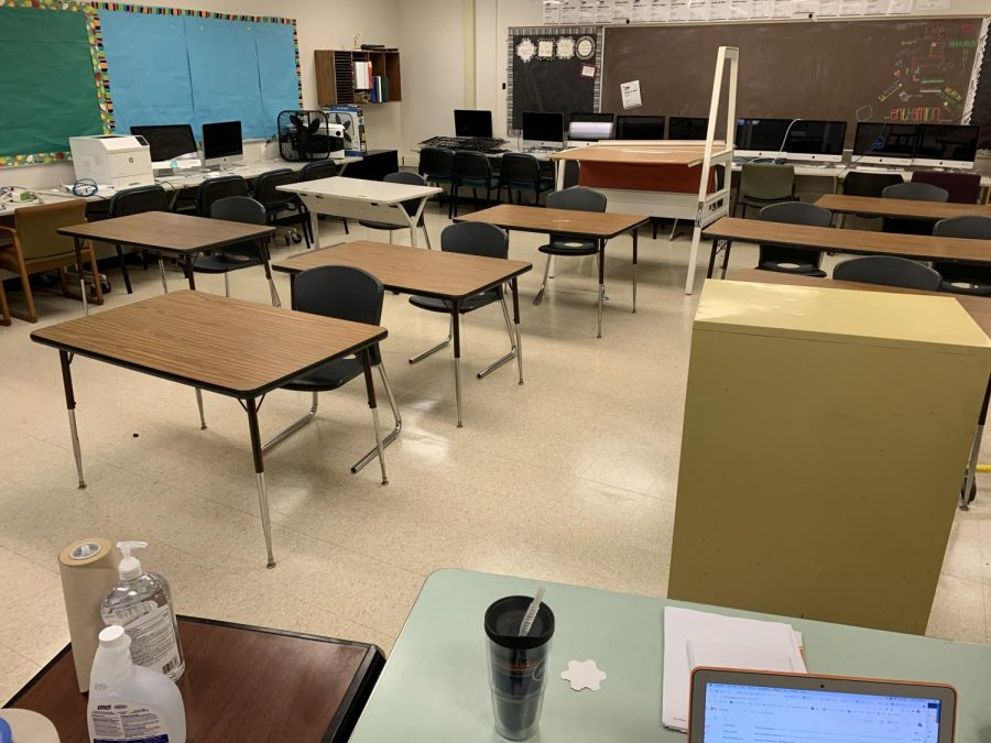 For+the+past+few+weeks%2C+teachers+have+been+granted+access+to+start+working+in+their+classrooms.+Room+4203+has+been+set+up+for+in-person+learning.